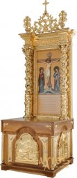 The kiot for the altar is rectangular, wooden, with a door and gilded elements - фото